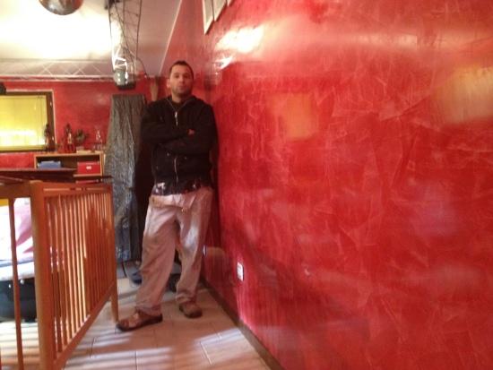 Rosso pompeiano spatolato idee creative di interni e mobili for Grassello di calce spatolato