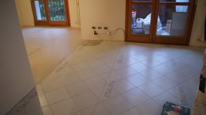 Preparazione prima del pavimento in resina